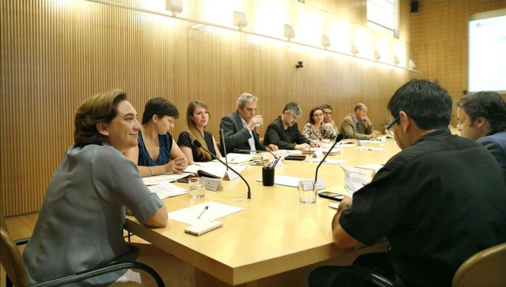 Ada Colau avisa: No tratará con bancos que desahucien