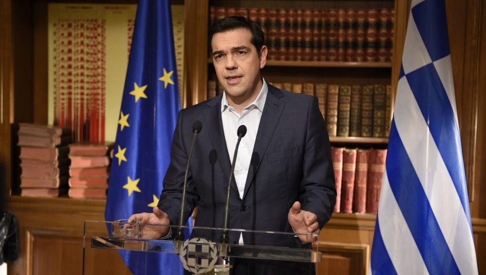 Alexis Tsipras, dirigiéndose a su país a través de un mensaje televisado