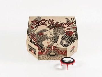 Caja con proyector, de Pizza Hut