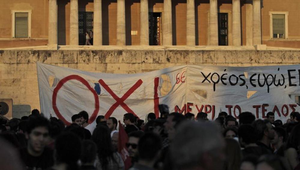 El Gobierno griego confirma que los bancos seguirán cerrados hasta el 15 de julio