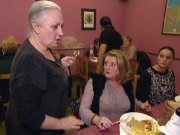 Loli del 'Brasas' discute con una clienta