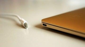 El nuevo Macbook Pro tiene un único puerto de conexión