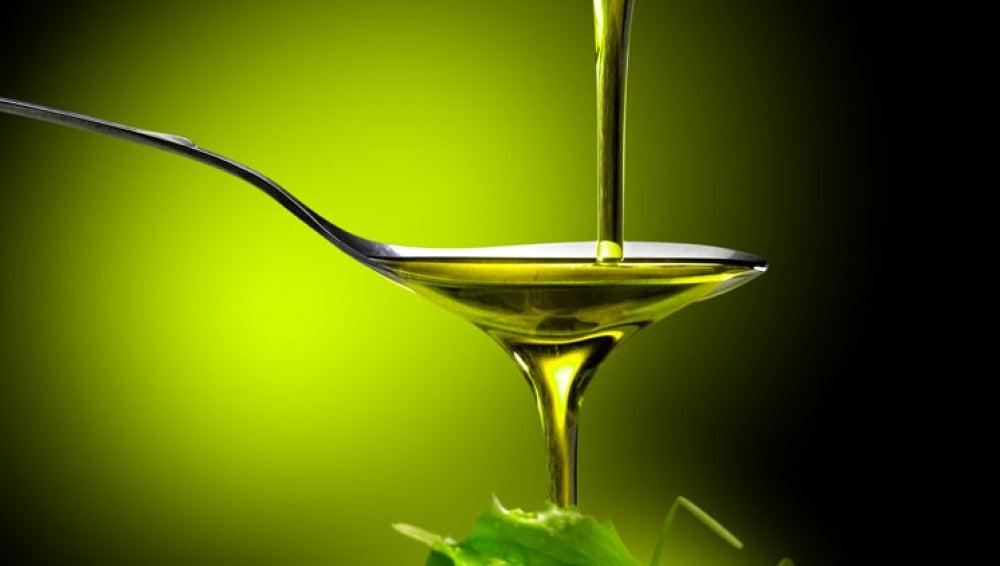 Cuchara con aceite de oliva