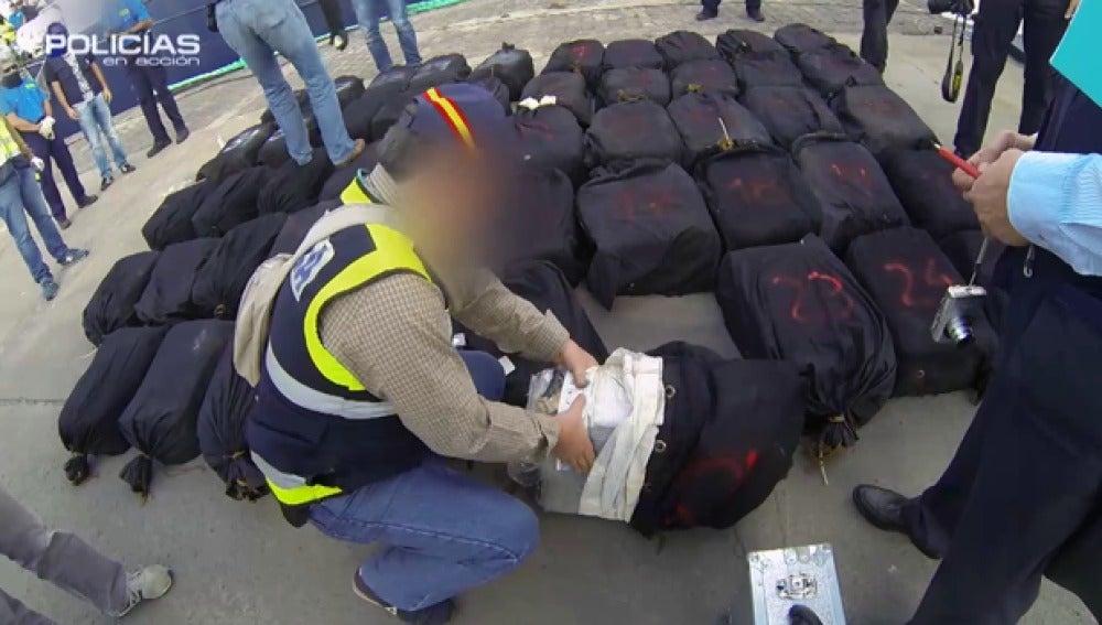 Los agentes de la Policía dan con 1.500 kilos de cocaína en un barco