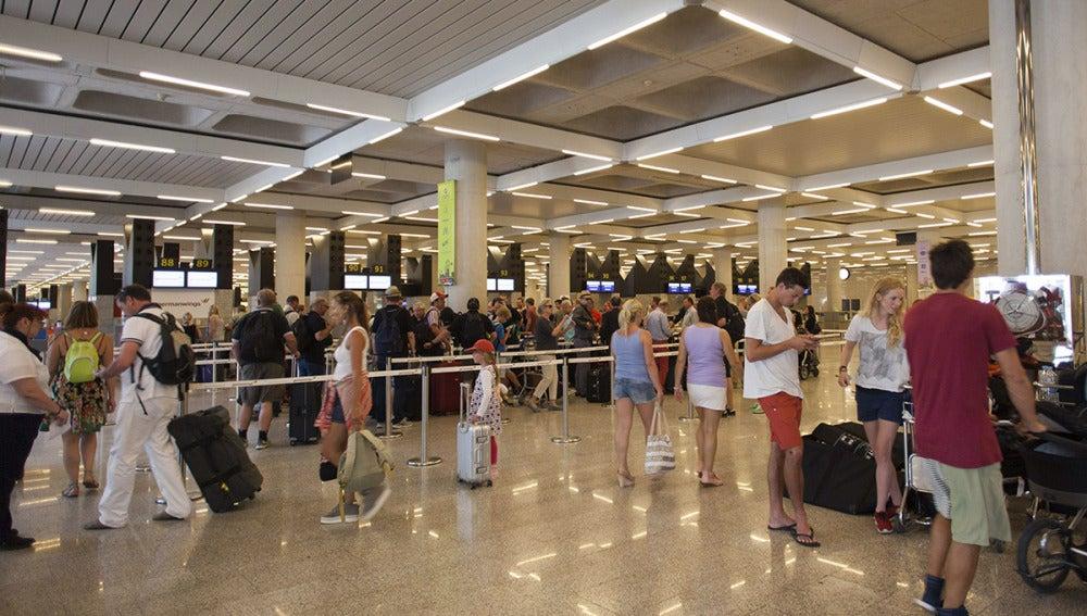 España obtiene el récord de 29,2 millones de turistas con un incremento del 4,2%