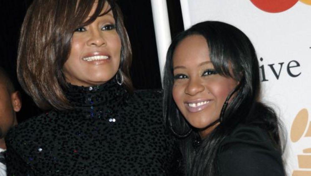 Bobbi Kristina Brown, al lado de su madre Whitney Houston en 2011.