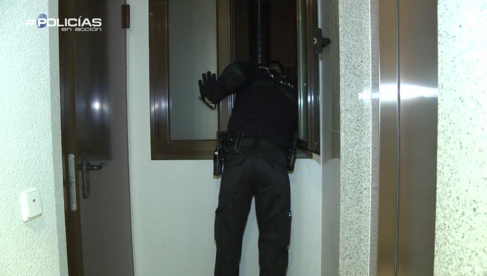 """La policía busca a los autores de un robo a un bar: """"Si no están aquí, han salido hace dos minutos"""""""
