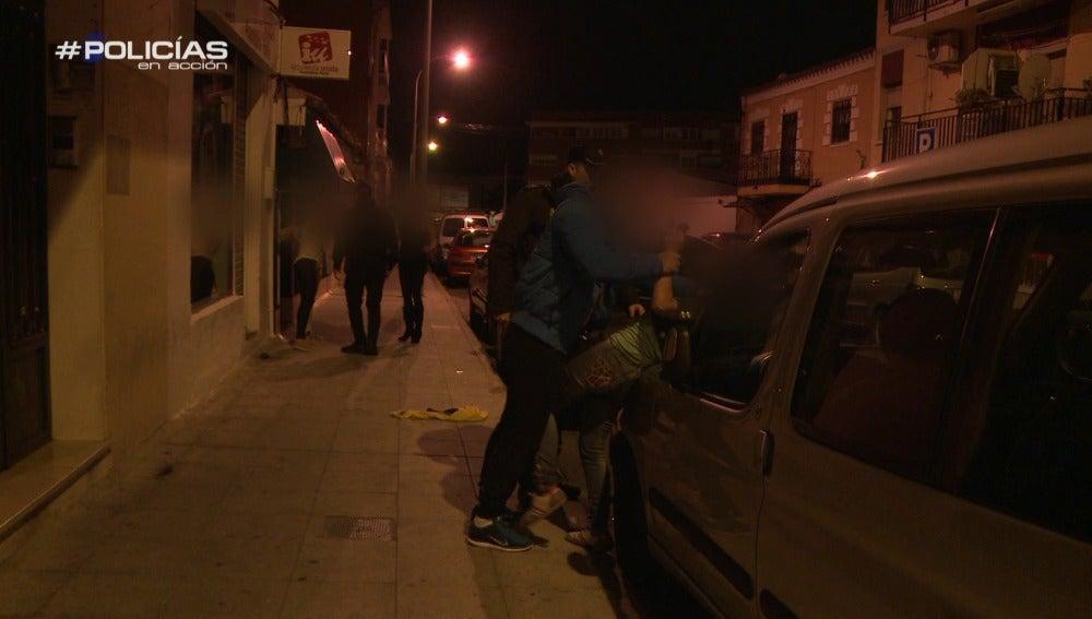 """La Policía interviene una pelea callejera: """"¿Cómo me voy a tranquilizar si yo no he hecho nada?"""""""