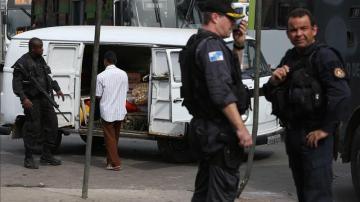 Imagen de archivo de varios agentes de policía en Brasil