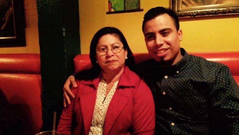 Norma Vásquez y su hijo, víctimas de un ataque racista en EEUU