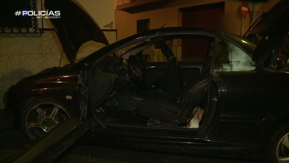 """Los agentes de Policía detienen a un hombre a la fuga: """"Ha perdido el control del vehículo y se ha metido en la casa"""""""