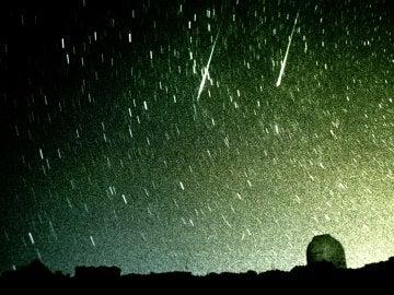 La lluvia de estrellas inunda el cielo