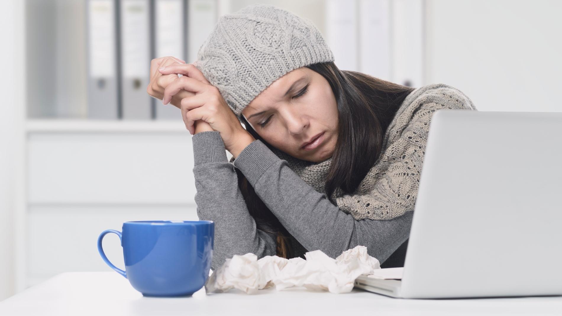 ¿Eres mujer y pasas frío en la oficina? Un estudio te cuenta por qué