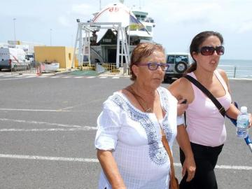 Josefa Hernández con su hija (Archivo)