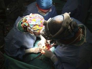 Quirófano durante un trasplante de corazón