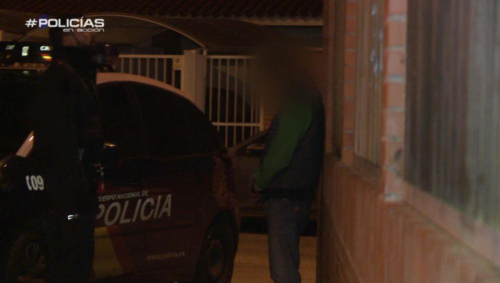 """Los agentes detienen a tres de los cuatro ladrones de un chalet: """"Y estaban dentro de la casa, tiene huevos"""""""