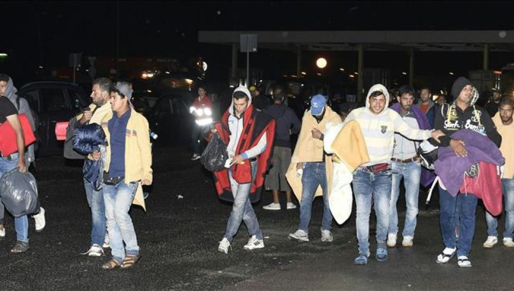 Los siete primeros autobuses con refugiados llegaron a la frontera con Austria