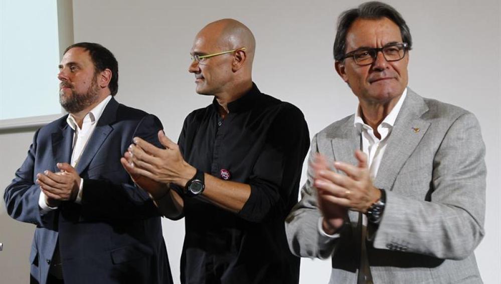 Artur Mas, Raúl Romeva y Oriol Junqueras en la presentación del programa
