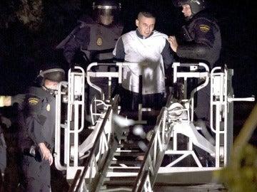 La Policía frena un motín de medio centenar de internos en el CIE de Valencia