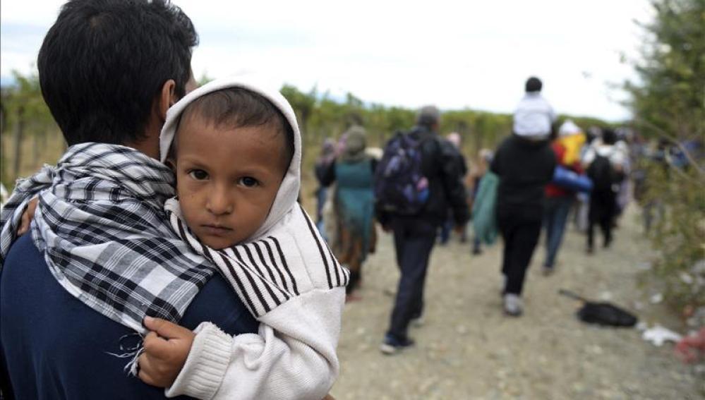 Un grupo de refugiados tras cruzar la frontera
