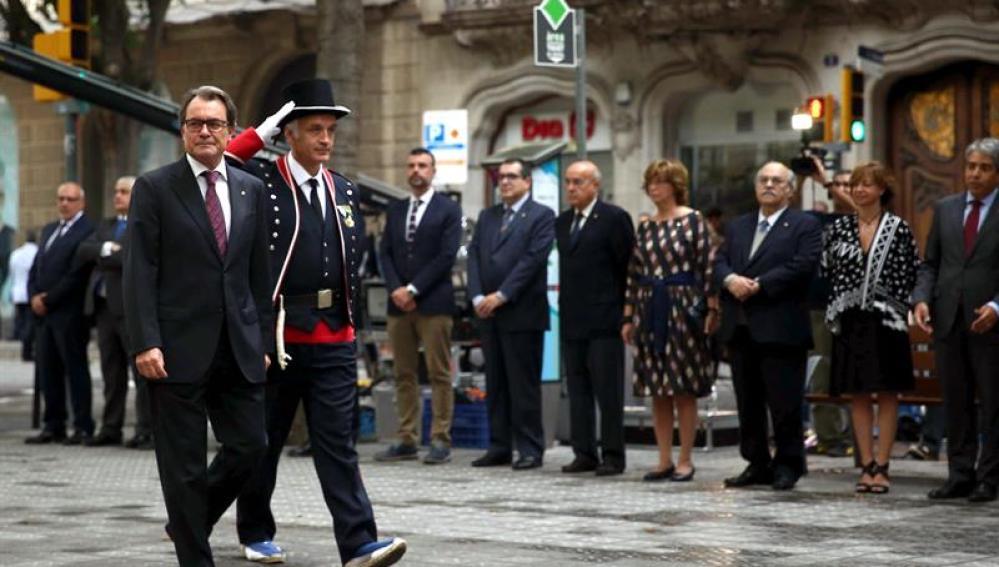 El presidente de la Generalitat, Artur Mas, encabeza la ofrenda floral