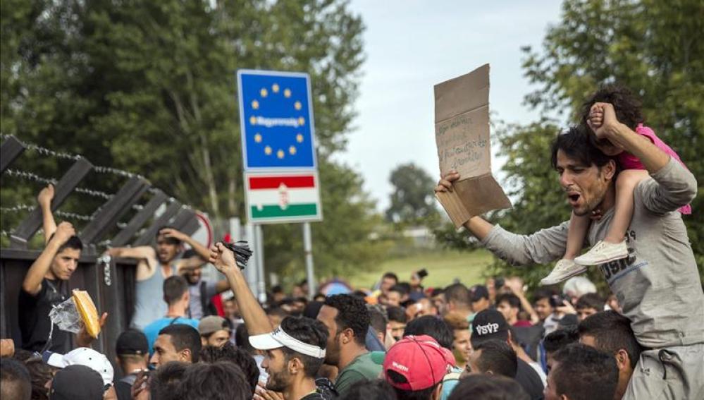 Cerca de 700 refugiados, atrapados en tierra de nadie entre Hungría y Serbia