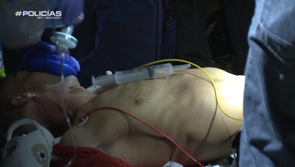 'Policías en acción' encuentra a un joven tirado entre escombros