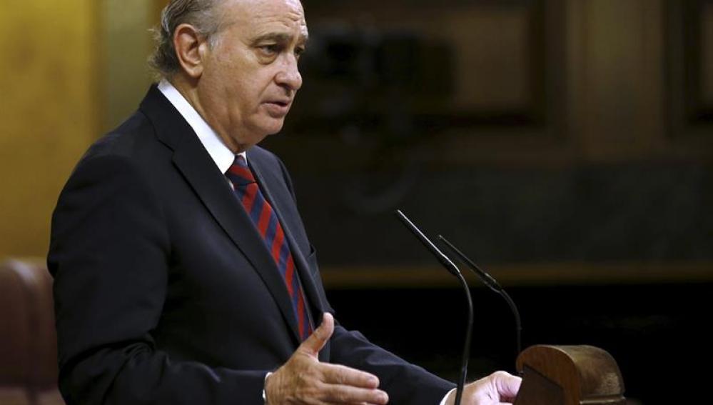 Jorge Fernández Díaz habla en una sesión del Congreso de los Diputados