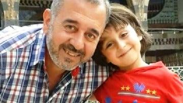 El refugiado sirio que fue pateado por la periodista húngara.
