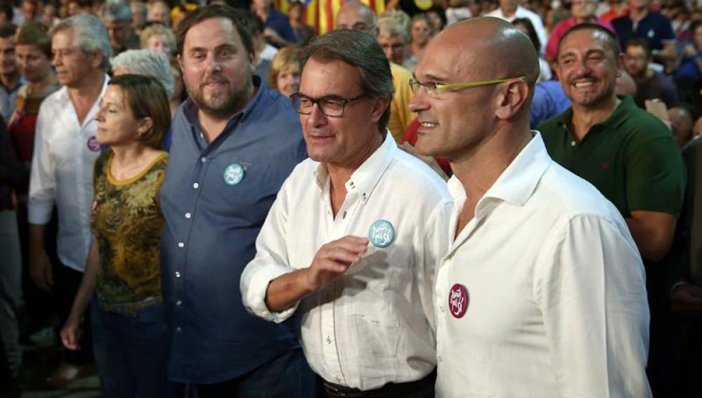 Oriol Junqueras, Artur Mas y Raül Roveva en el acto de Junts Pel Sí