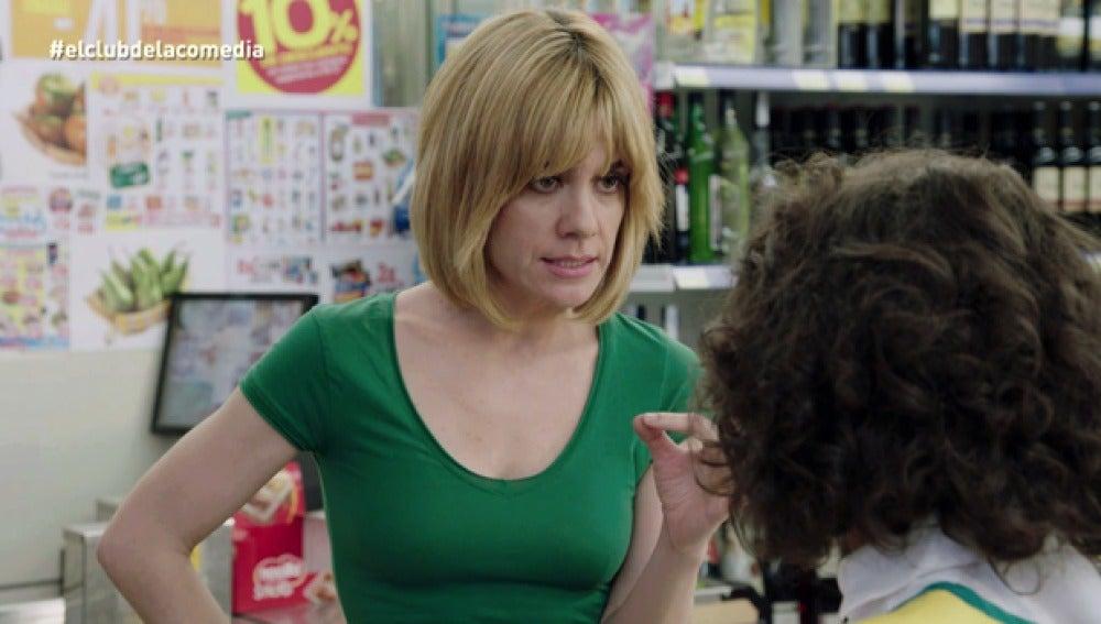 Alexandra Jiménez, cabreada en el supermercado