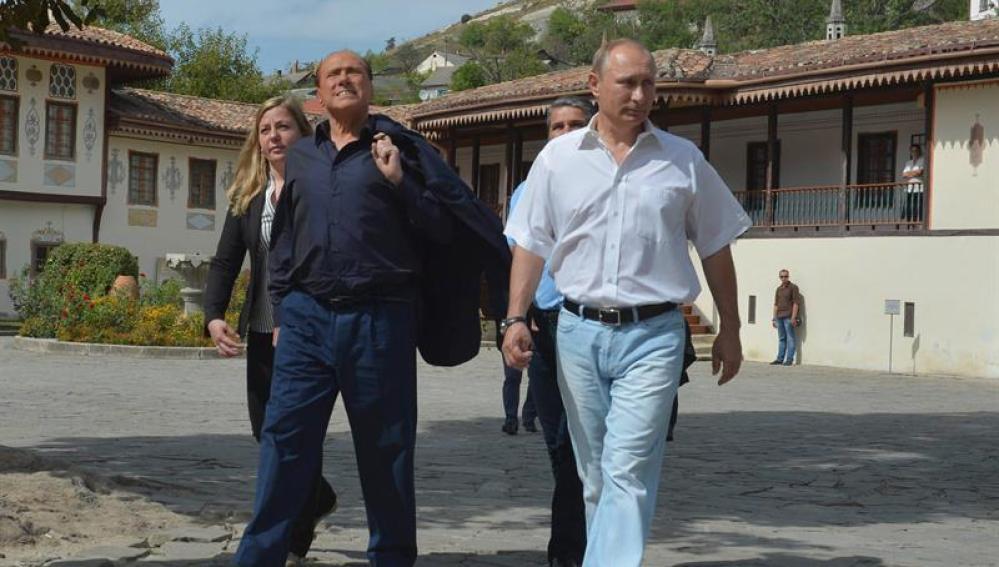 Vladímir Putin y Silvio Berlusconi  en Crimea