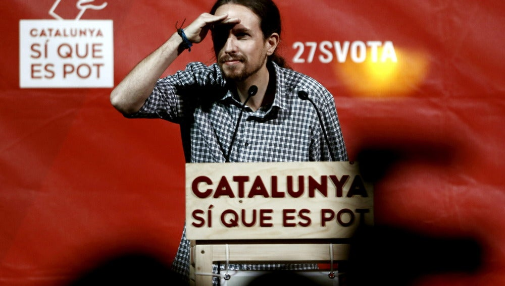 Pablo Iglesias imita al presidente de la Generalitat, Artur Mas, como si fuese un indio