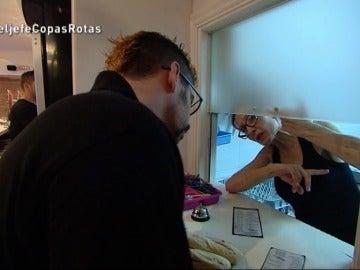 Sergio Guerrero se enfrenta en su primer día a una camarera muy exigente
