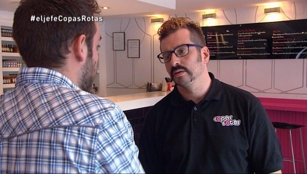 El Jefe Infiltrado trabaja en Gijón en uno de los bares de los que no es propietario