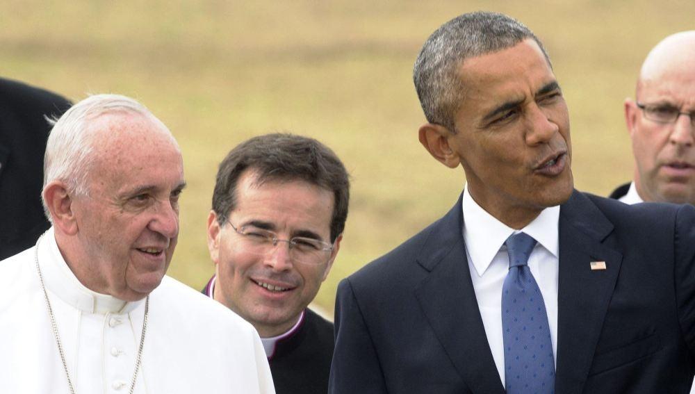 El papa Francisco conversa con el presidente estadounidense, Barack Obama