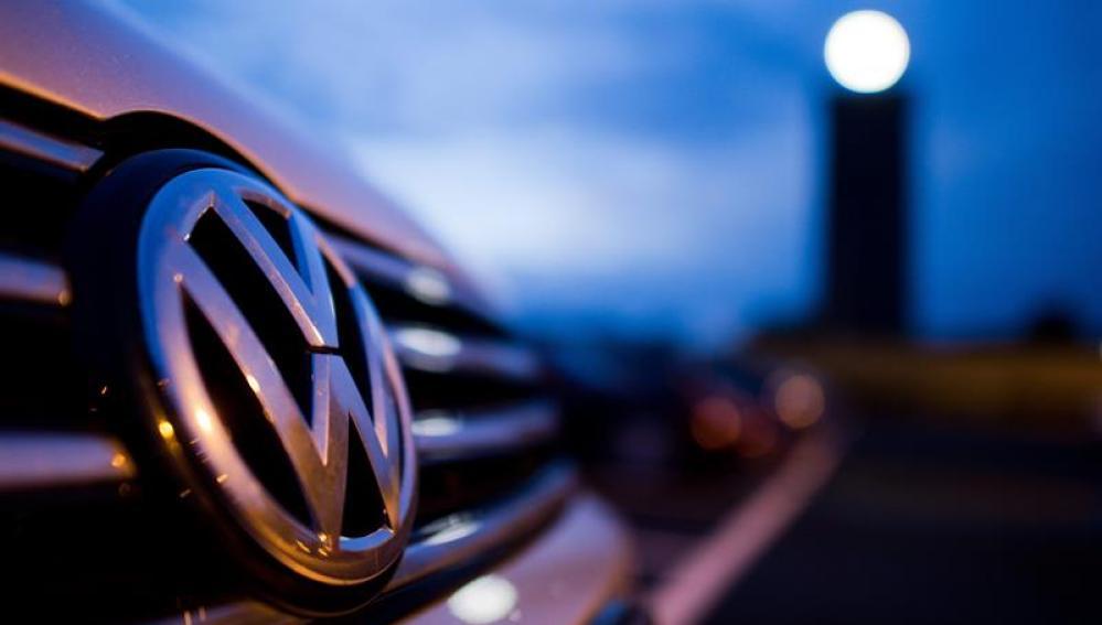 La parte frontal de un coche de Volkswagen