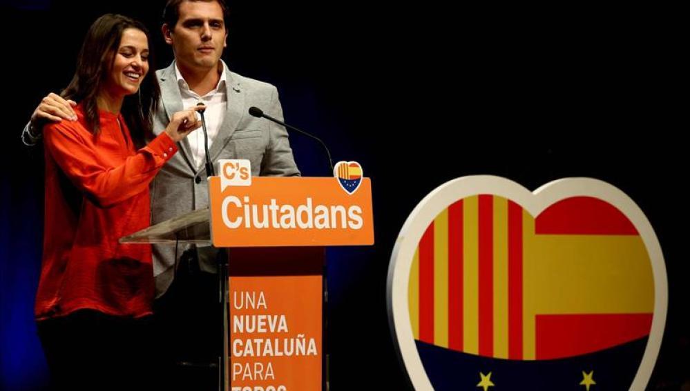 Inés Arrimadas y Albert Rivera durante el cierre de campaña de Ciudadanos en Barcelona
