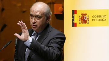 Jorge Fernández Díaz compara la guerra de las banderas con ETA