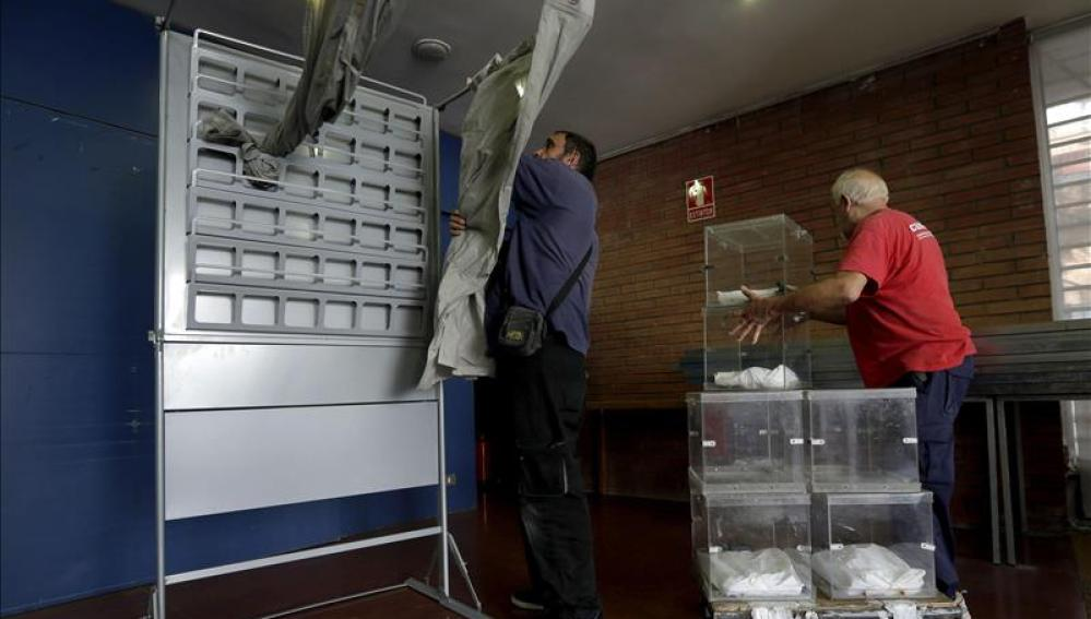 Colocación de las urnas electorales