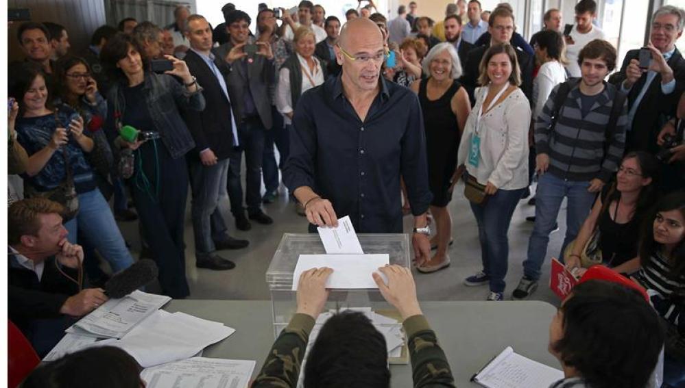 Raül Romeva vota el 27S