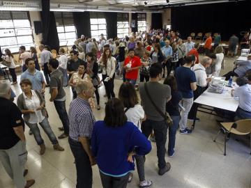 Largas colas en los colegios electorales