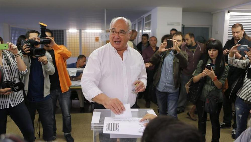 Lluis Rabell ejerce su derecho a voto