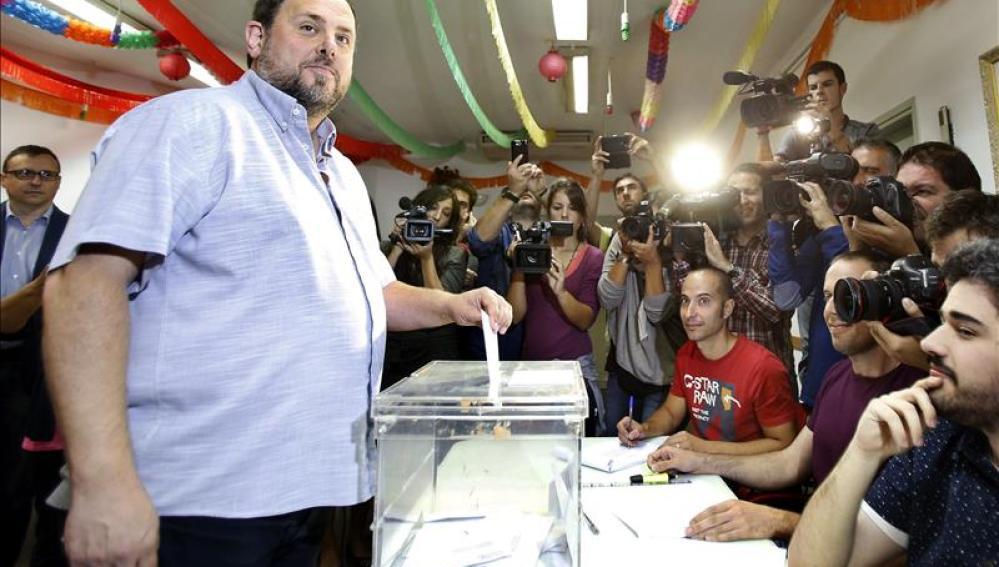 Oriol Junqueras ejerce su derecho al voto