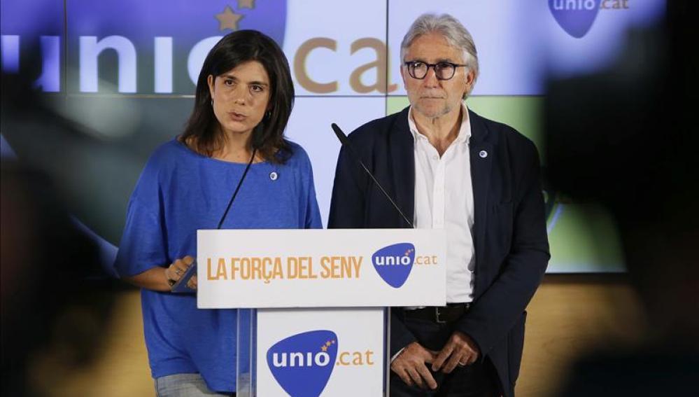 La portavoz de Unió, Montserrat Surroca, y el candidato por la lista de Barcelona, Josep Sánchez