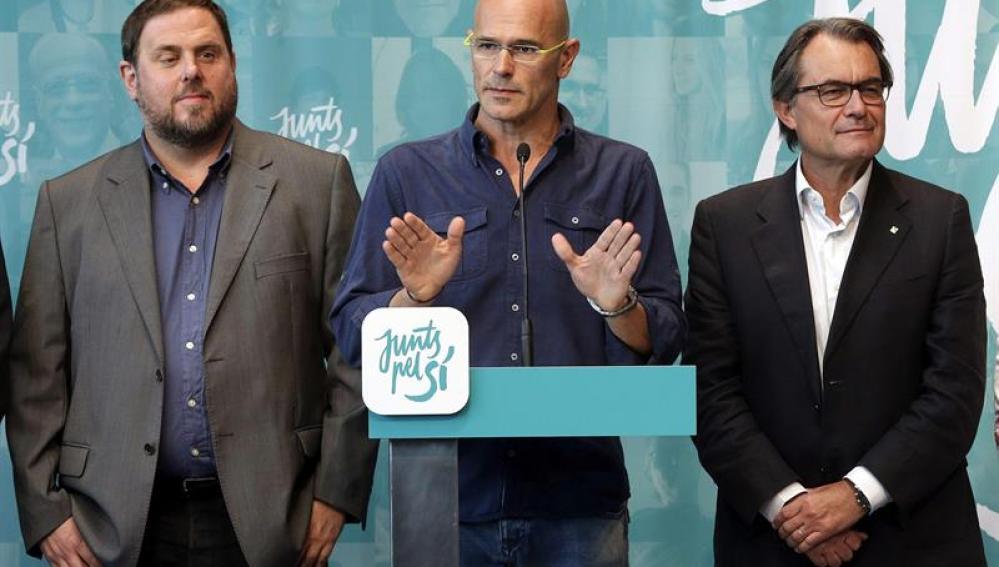 Oriol Junqueras, el candidato de Junts pel Sí, Raül Romeva, y Artur Mas