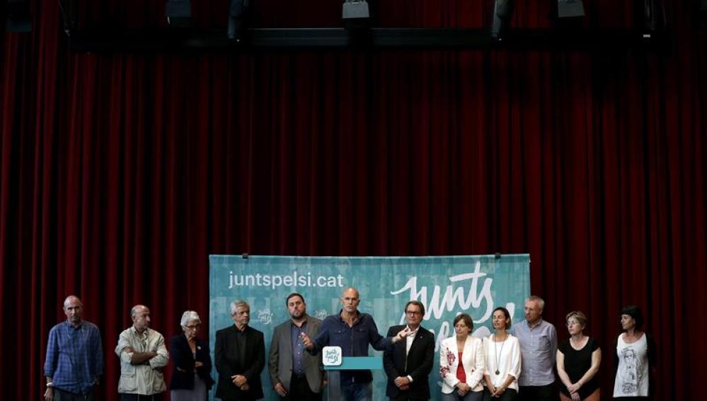Junqueras, Romeva y Mas junto a otros miembros de Junts pel Sí