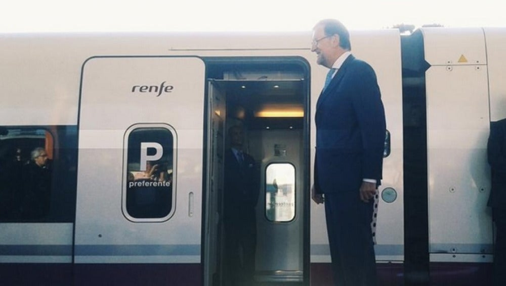 Mariano Rajoy inaugurando un AVE