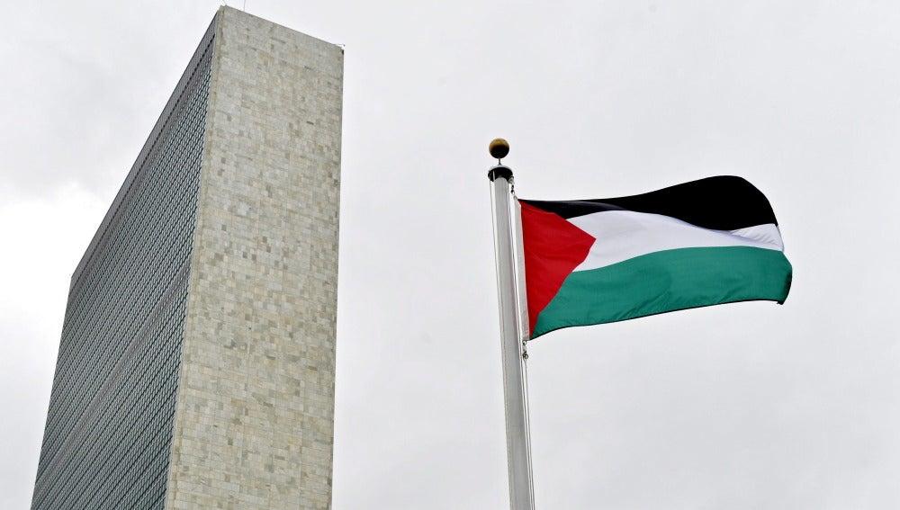 Vista de la bandera palestina izada por primera vez en la sede de la ONU