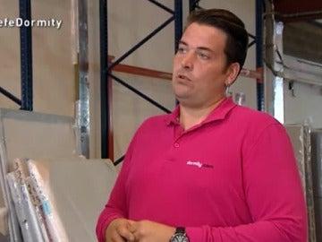 Agustí, el encargado de un almacén, habla con El Jefe Infiltrado